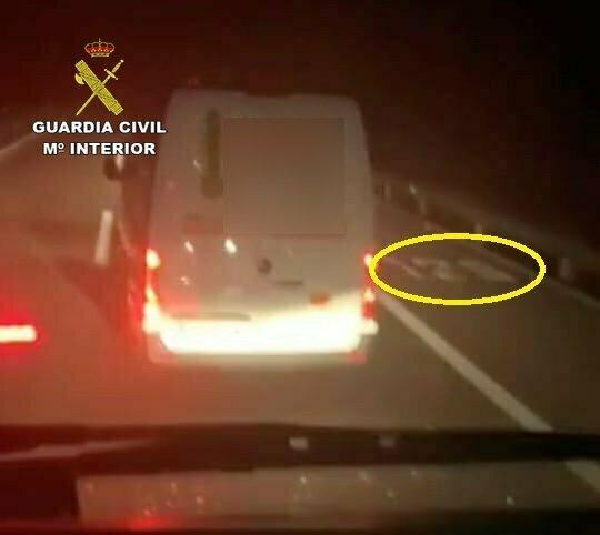 Sancionado el conductor que deslumbró con un puntero láser a un camionero