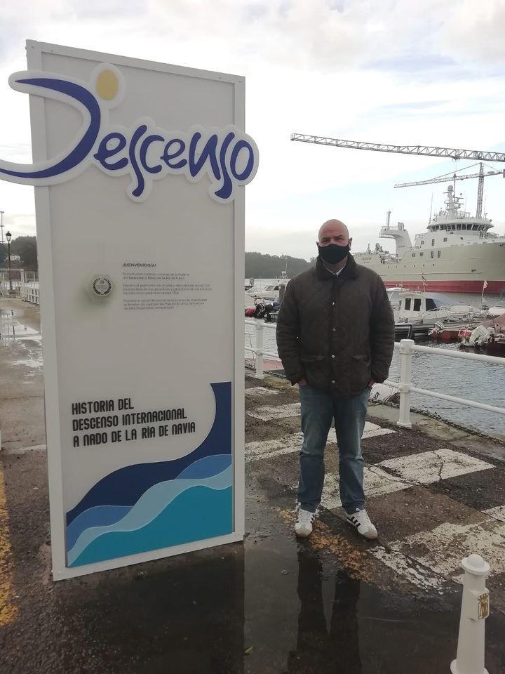 Monumento Homenaje a los Vencedores del Descenso a Nado de la Ría de Navia