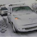 LaGuardia Civilpresta auxilio en Valdés a un vehículo atrapado en la nieve