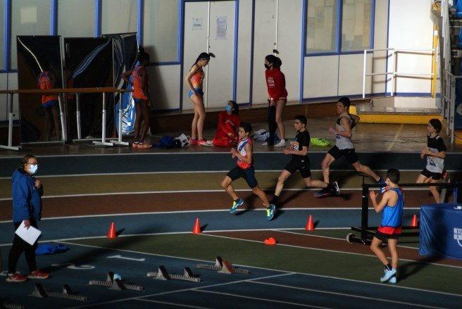 Seis atletas del Recta Final en el II Control de Pista Cubierta