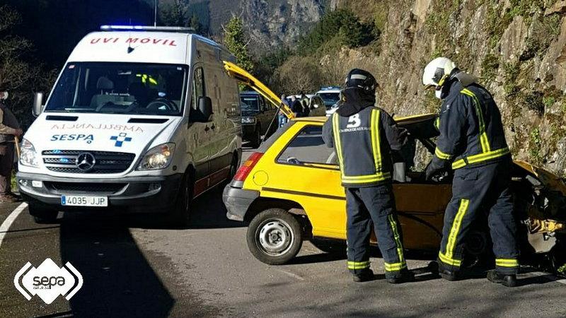 Una mujer resultó herida en accidente de tráfico en Cangas del Narcea