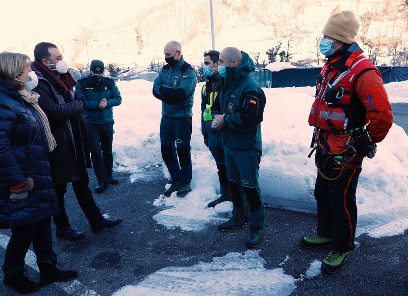 Pruebas con drones para reanudar la búsqueda del operario arrastrado por un alud de nieve en Aller