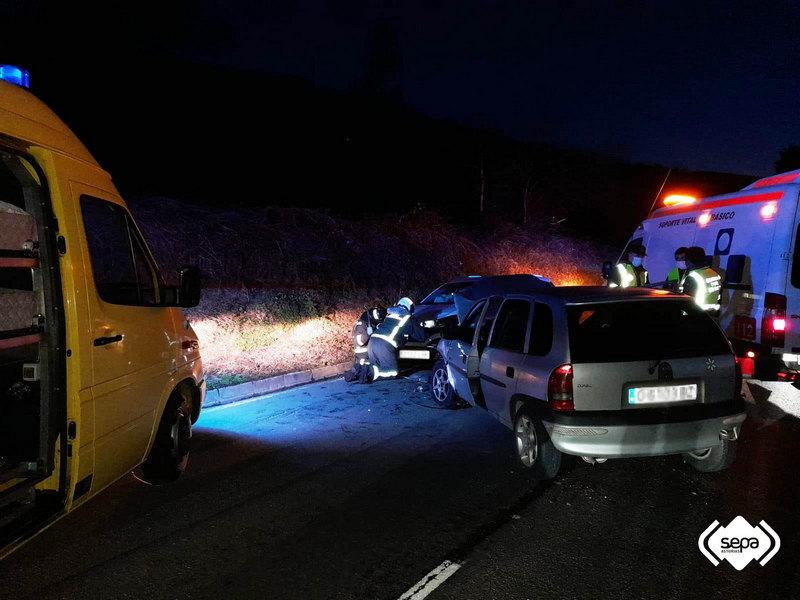Dos personas heridas en un accidente de tráfico en Tineo