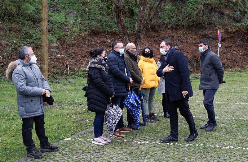 El presidente del Principado visita los Jardines de la Fonte Baxa (Valdés)