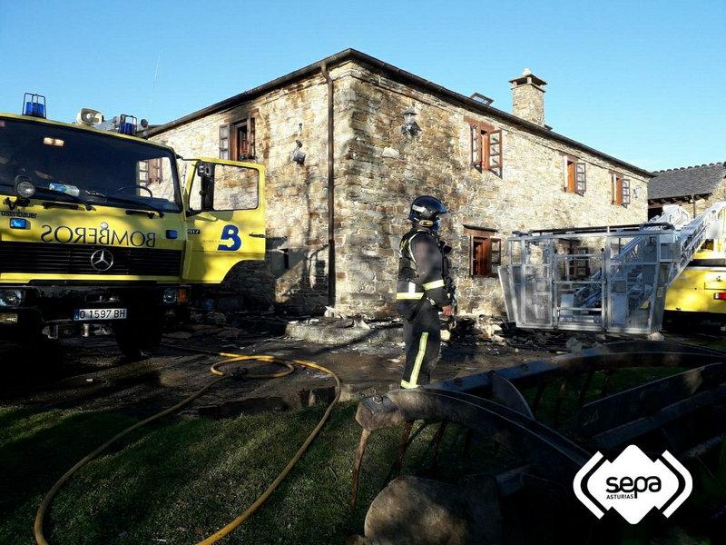 Incendio en una casa de Ventoso (Santa Eulalia de Oscos)
