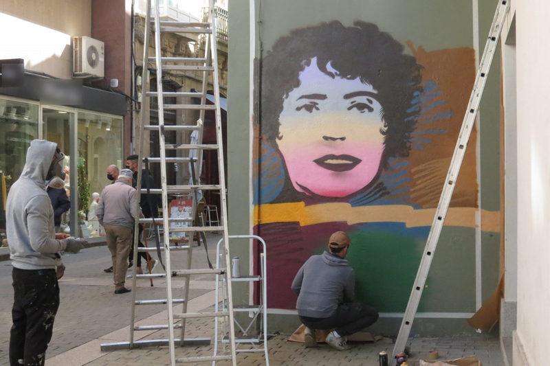 Mural de homenaje a Rosalía de Castro en Ribadeo