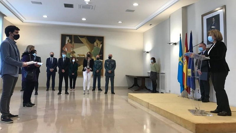 Entrega de la Medalla de Oro de Protección Civil a los operarios fallecidos en San Isidro en enero