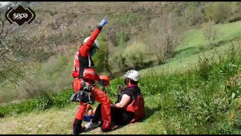 Rescatada una senderista que se accidentó en la ruta de las Cascadas de Oneta (Villayón)