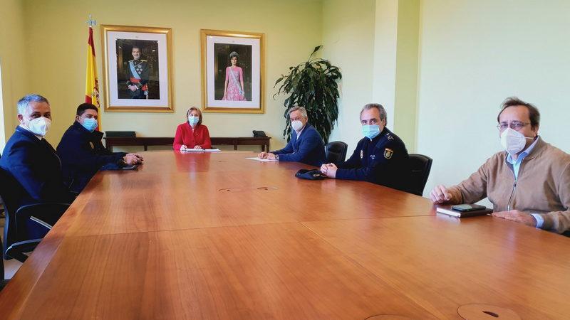 Reunión preparatoria del dispositivo de seguridad para el partido entre el Real Sporting de Gijón y el Real Oviedo