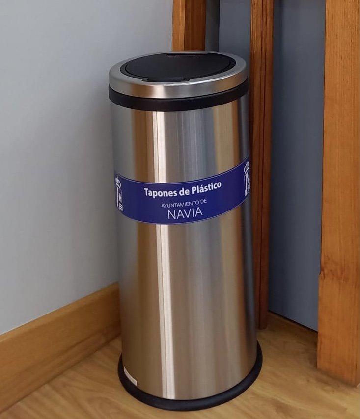 El ayuntamiento de Navia añade a sus minipuntos limpios, el reciclaje de cápsulas monodosis y también recoge tapones solidarios