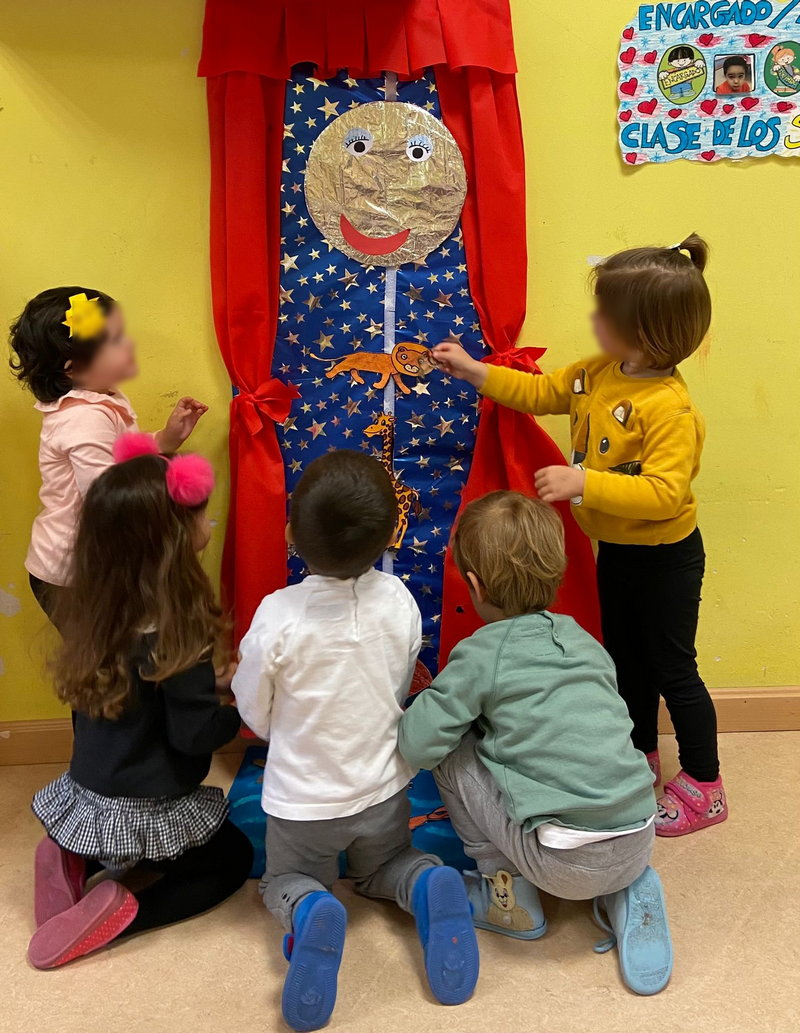 Títeres para conmemorar el Día del Libro en la Escuela de 0 a 3 años de Cangas del Narcea