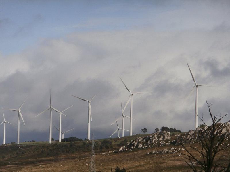 """""""Tamos fendo un uso desmedido da enerxía eólica, condo sólo beneficia a úos poucos"""""""