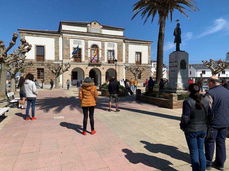 Concentración por la gratuidad del transporte escolar en Bachillerato y FP