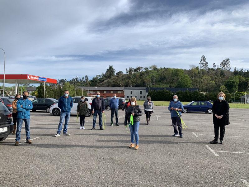 Los/as ganaderos/as participan en una caravana de vehículos contra la inclusión del lobo en el LESPRE