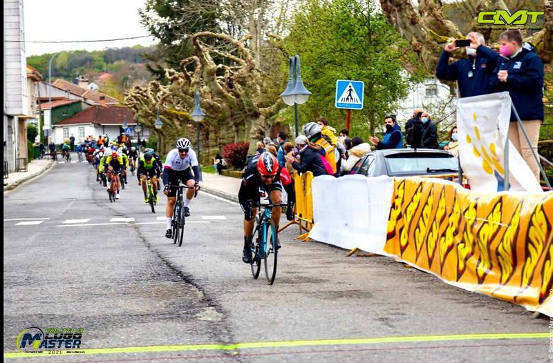Buena actuación de Mesneiro y el luarqués Pablo García en la Vuelta Ciclista a Lugo Máster