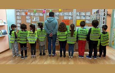 Reparto de 250 Chalecos por parte del Ayuntamiento para los escolares de los Colegios de Lóngara y Valdepares