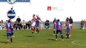 """El Andés se lleva el """"derbi"""" ante el Navia con un gol de Simón (1-0)"""