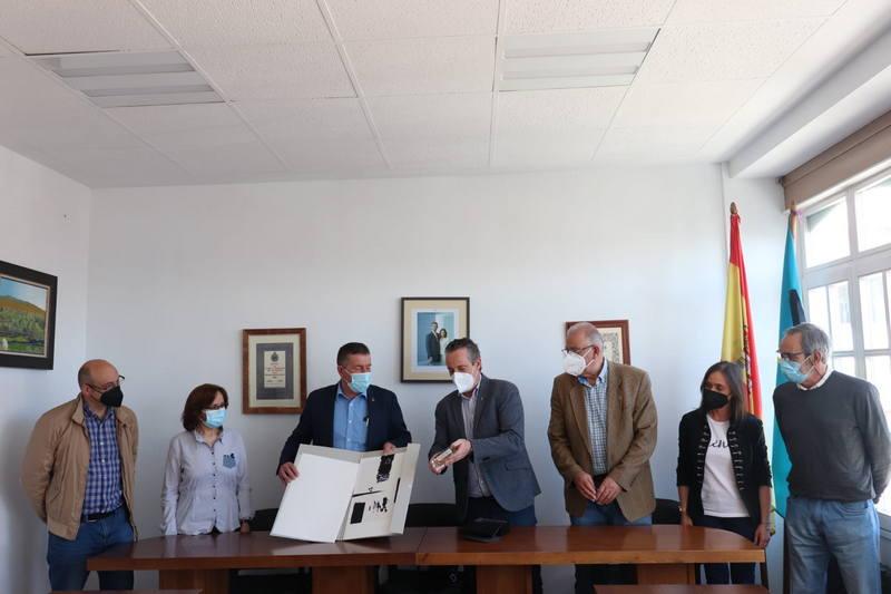La mejora de la As-12 o la jornada continua en el colegio Carlos Bousoño, reivindicaciones que Boal ha trasladado al Presidente del Parlamento asturiano