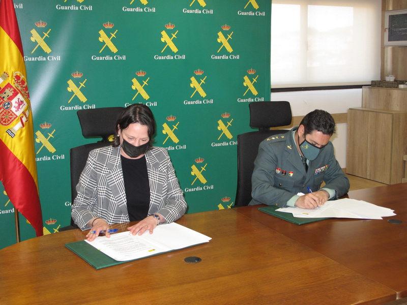 La Guardia Civil y el Colegio Oficial de Farmacéuticos de Asturias firman un Procedimiento Operativo de colaboración.