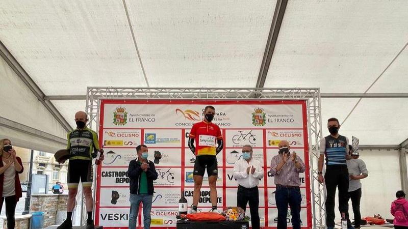 El extremeño Pedro José Sánchez, vencedor del Trofeo Máster de Ciclismo de El Franco