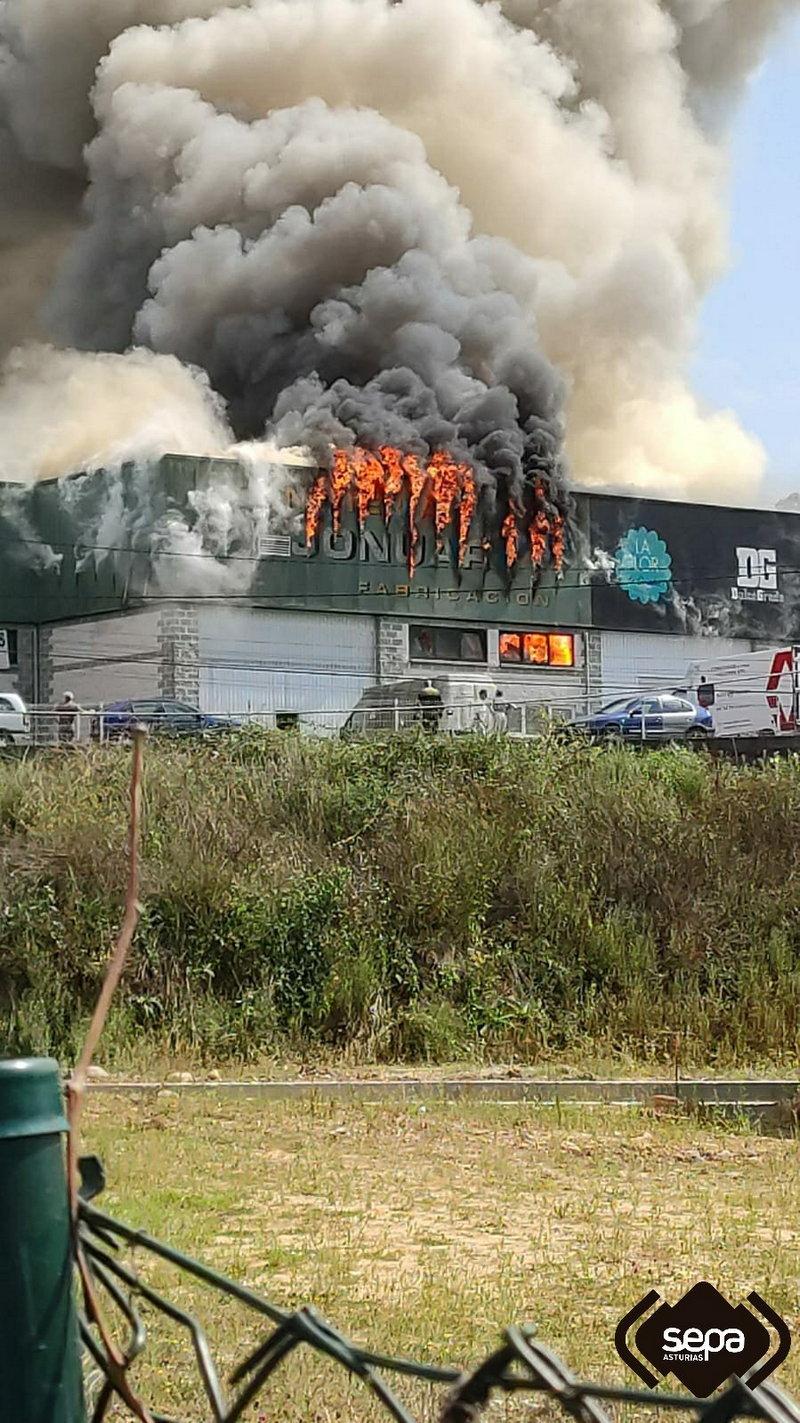 Incendio en un obrador del polígono de Fabar (Grado)