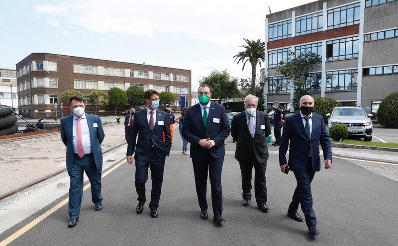 """Barbón destaca el """"reconocimiento mundial"""" que recibe la industria naval asturiana"""