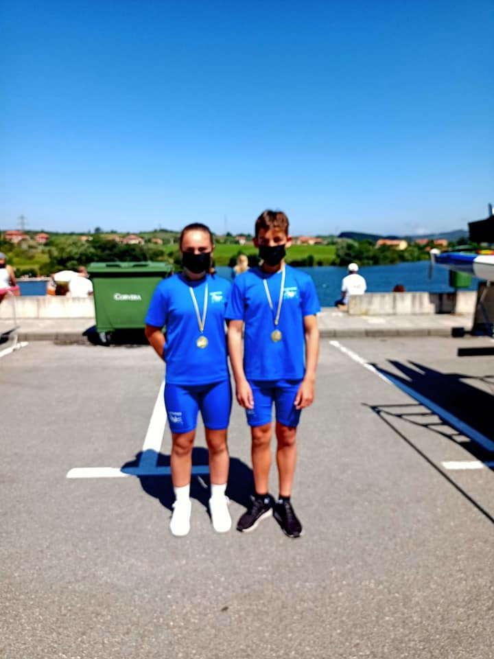 El K-2 Mixto Infantil del Club Piragüismo Albiones, Campeón de Asturias de Barcos de Equipo