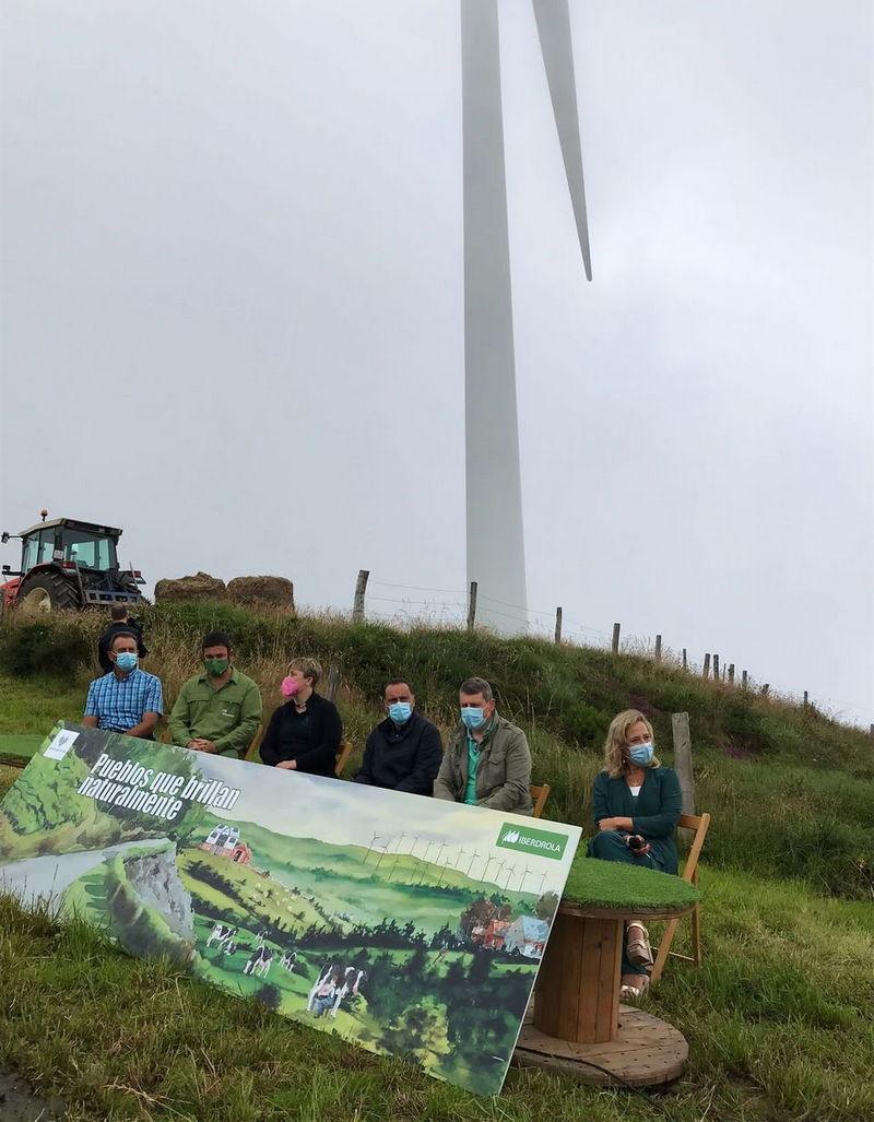 La directora general de Energía, Minería y Reactivación, Belarmina Díaz ha participado esta mañana en Villayón en una jornada organizada por Iberdrola en el parque eólico El Segredal