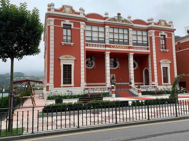 Patrimonio autoriza la instalación de un ascensor en el Casino de Navia