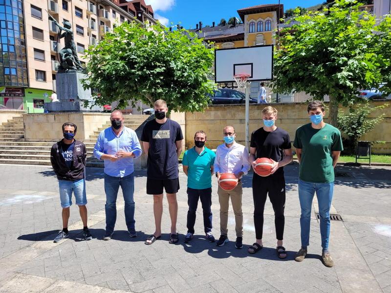 Más de 150 jóvenes participarán en Cangas del Narcea en el campus de verano del Oviedo Baloncesto