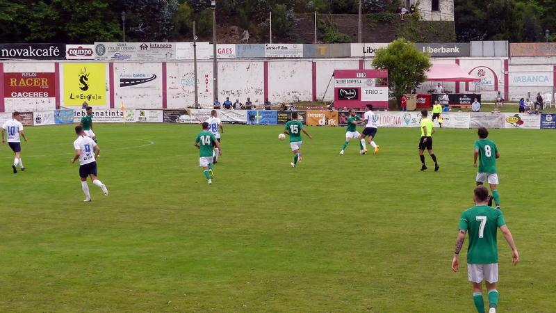 El Real Oviedo vence al Rayo Majadahonda (2-0) en el partido disputado en Navia