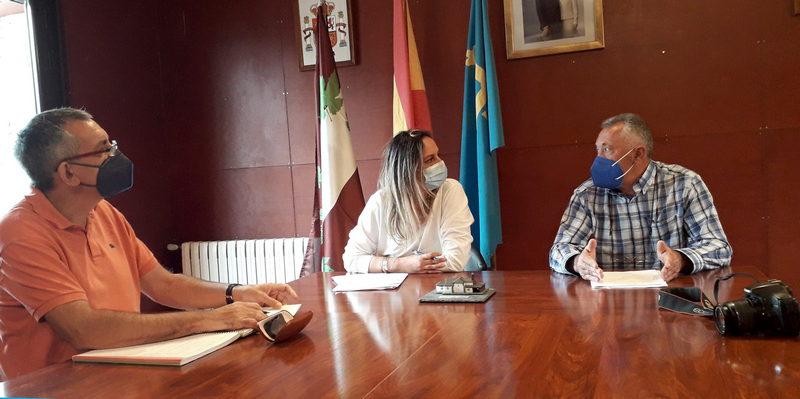 La consejera de Presidencia visita Pesoz