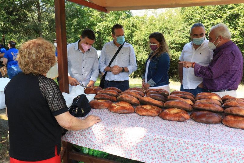 San Tirso disfruta de su Primer Mercado de Verano