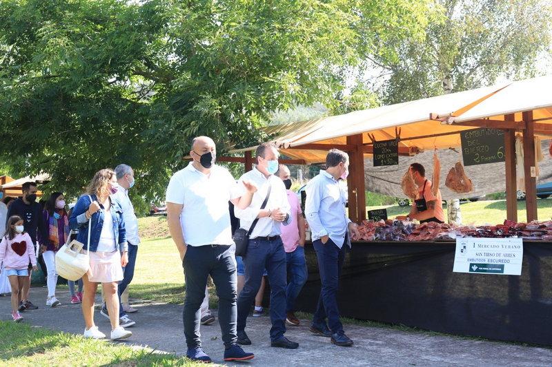 Satisfacción por la buena acogida del I Mercado de Verano de San Tirso de Abres