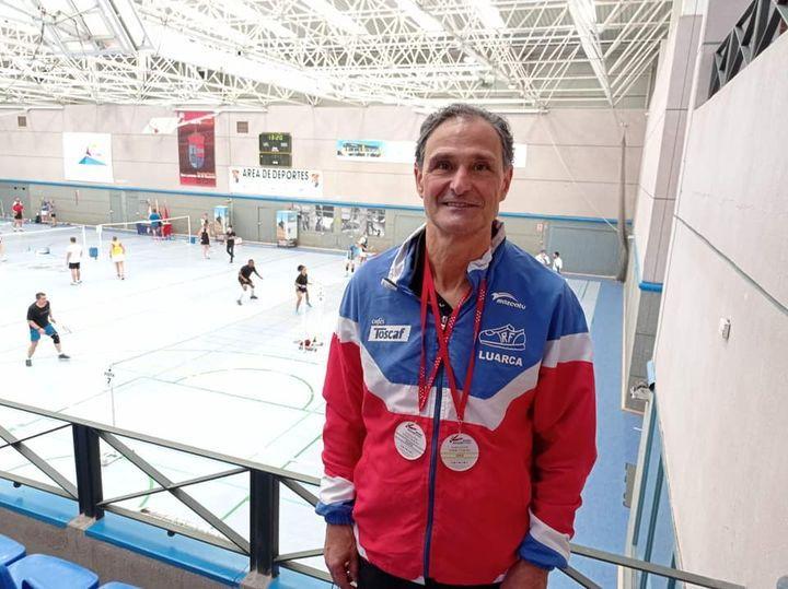 Oro y plata para el luarqués Luis Paredano (Club Recta Final), en el Torneo Nacional de Bádminton de El Escorial