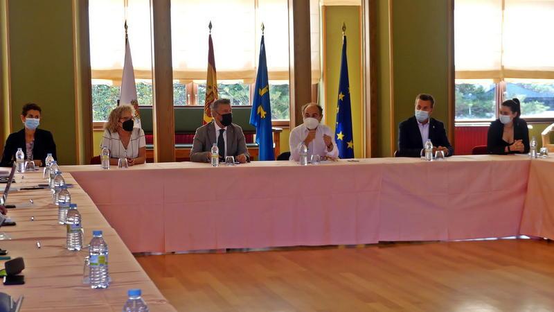 Consejo Rectoral Extraordinario de la Universidad de Oviedo en Navia