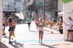 Pablo Ibáñez y Patricia Álvarez ambos del Universidad de Oviedo, ganadores de la Carrera 5Kms. Villa de Luarca.