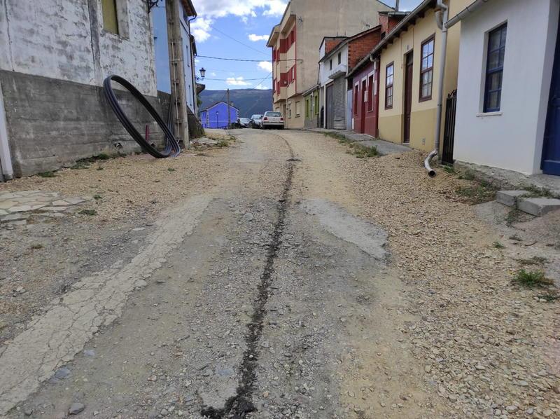 Los inconvenientes de vivir en una calle inacabada, tres años después del inicio de la obra