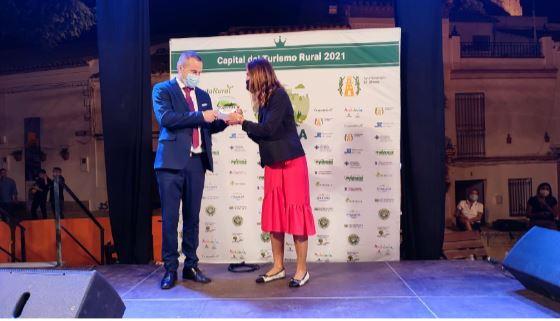 Taramundi recibe el galardón como finalista de la Capital del Turismo Rural 2021