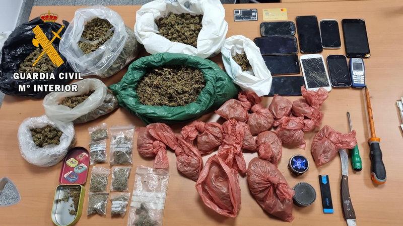La Guardia Civil detiene a tres individuos por tráfico de drogas